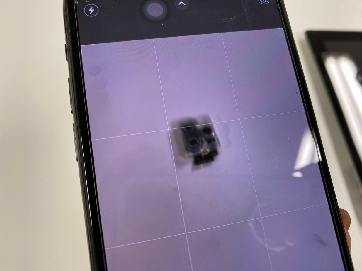バックカメラのピントが合わないiPhone11Pro