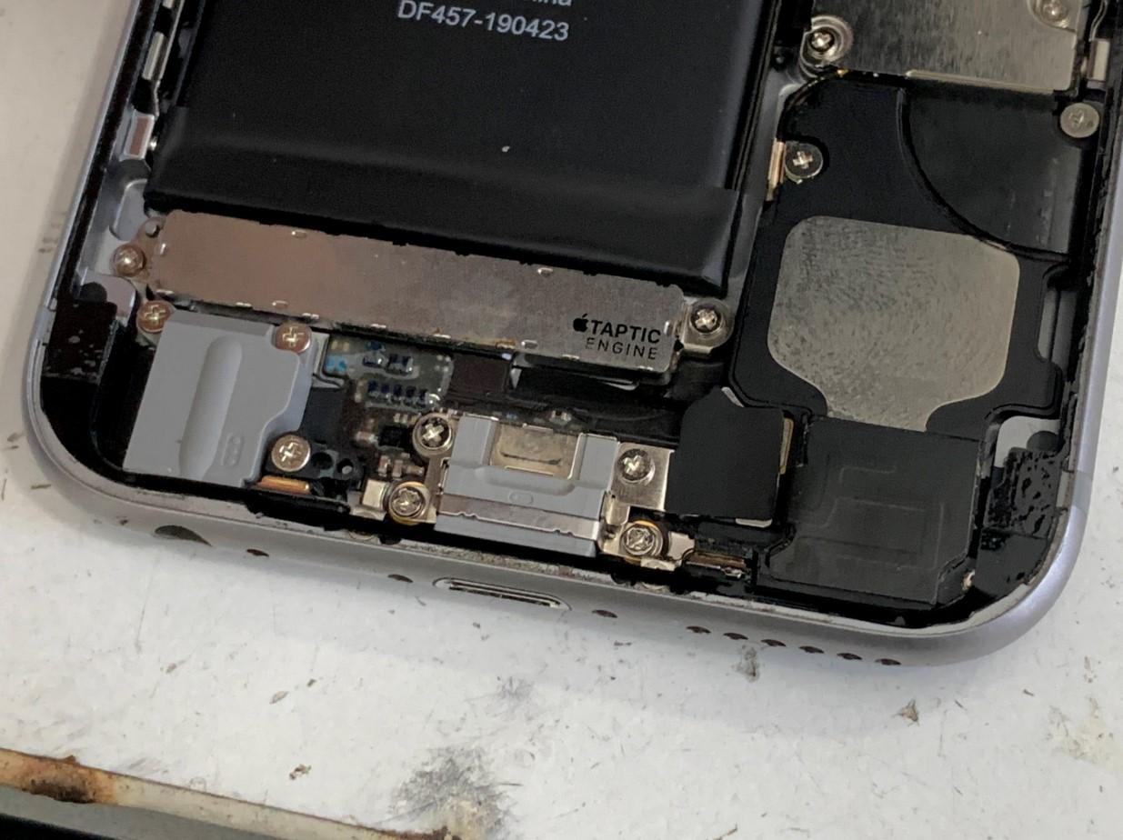 耐水シールを新品に貼り直したiPhone6s