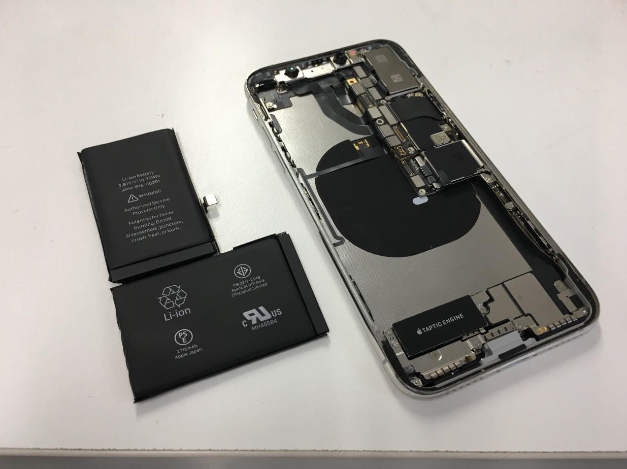 本体からバッテリーを取り出したiPhoneX