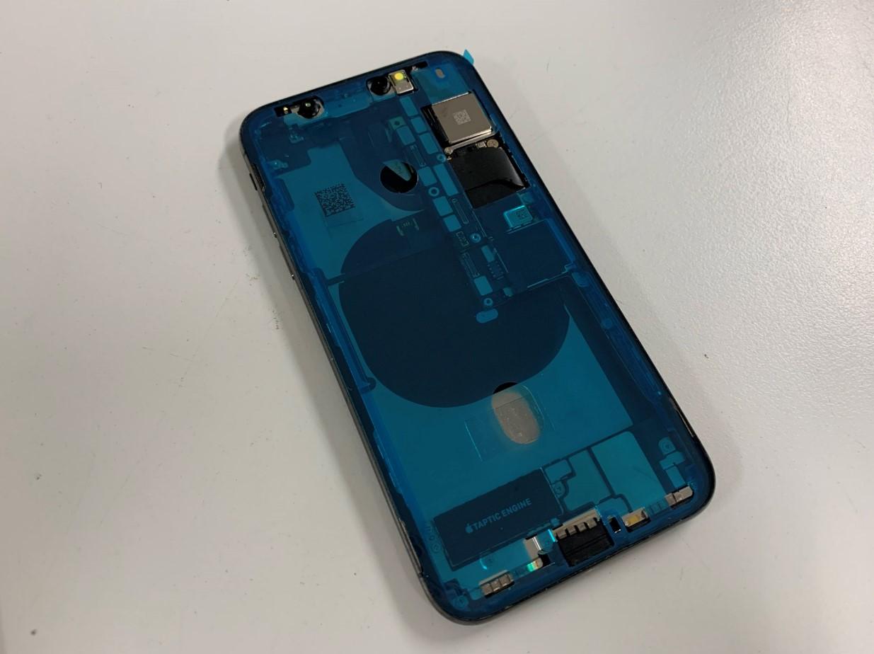 本体に耐水シールを貼り付けたiPhoneX
