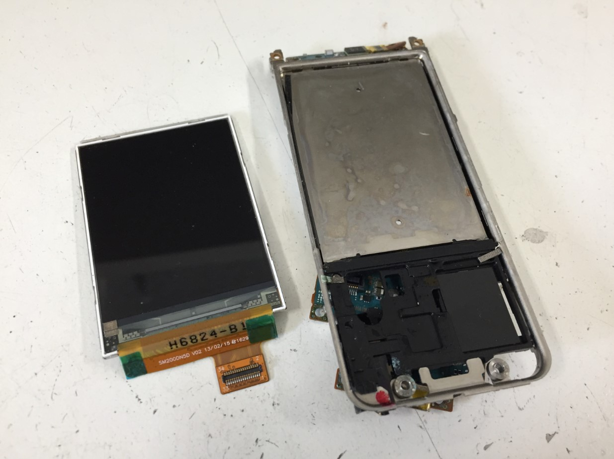 液晶交換修理後のウォークマン NW-S786