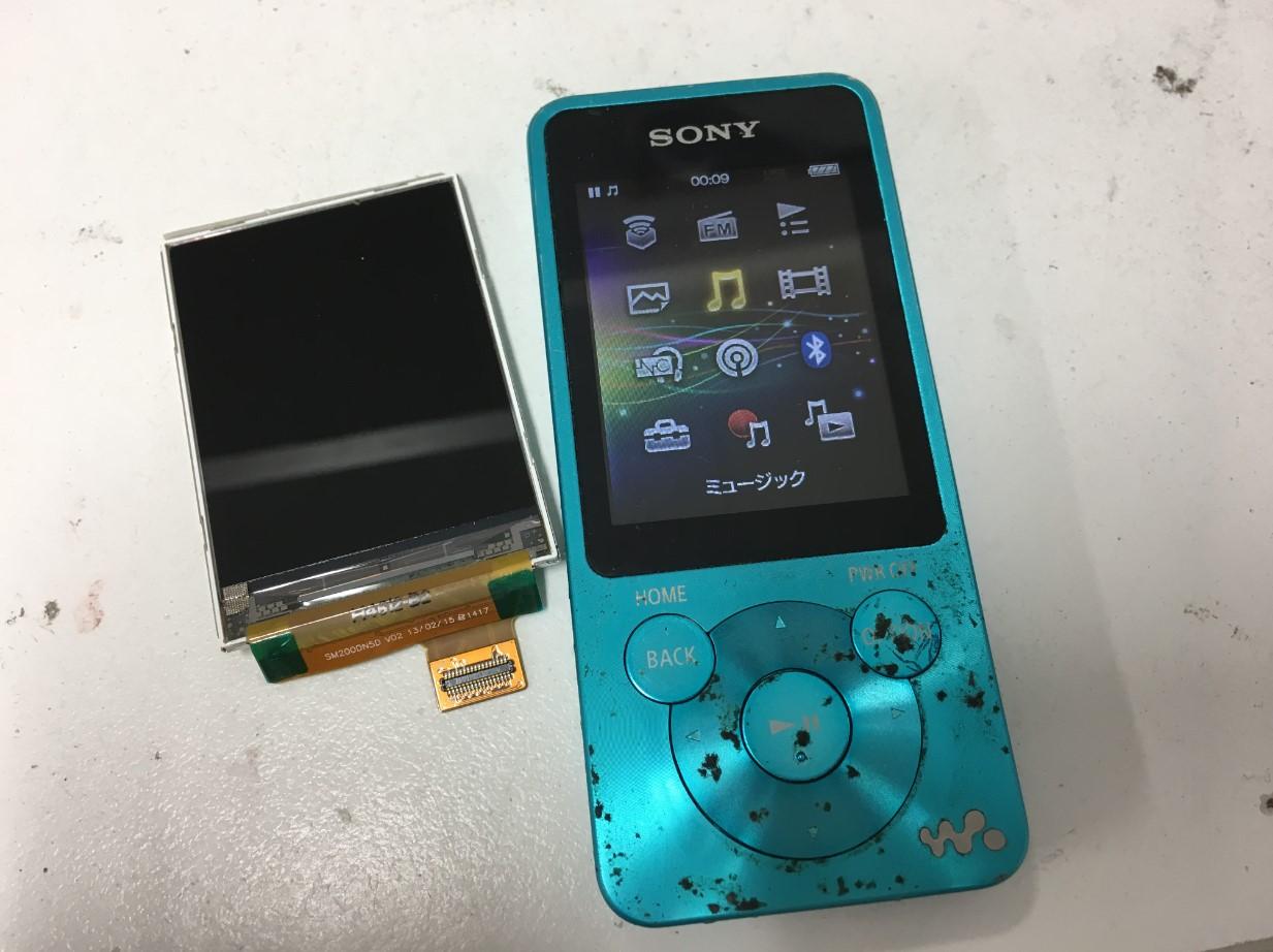 LCD交換修理後のウォークマン NW-S786