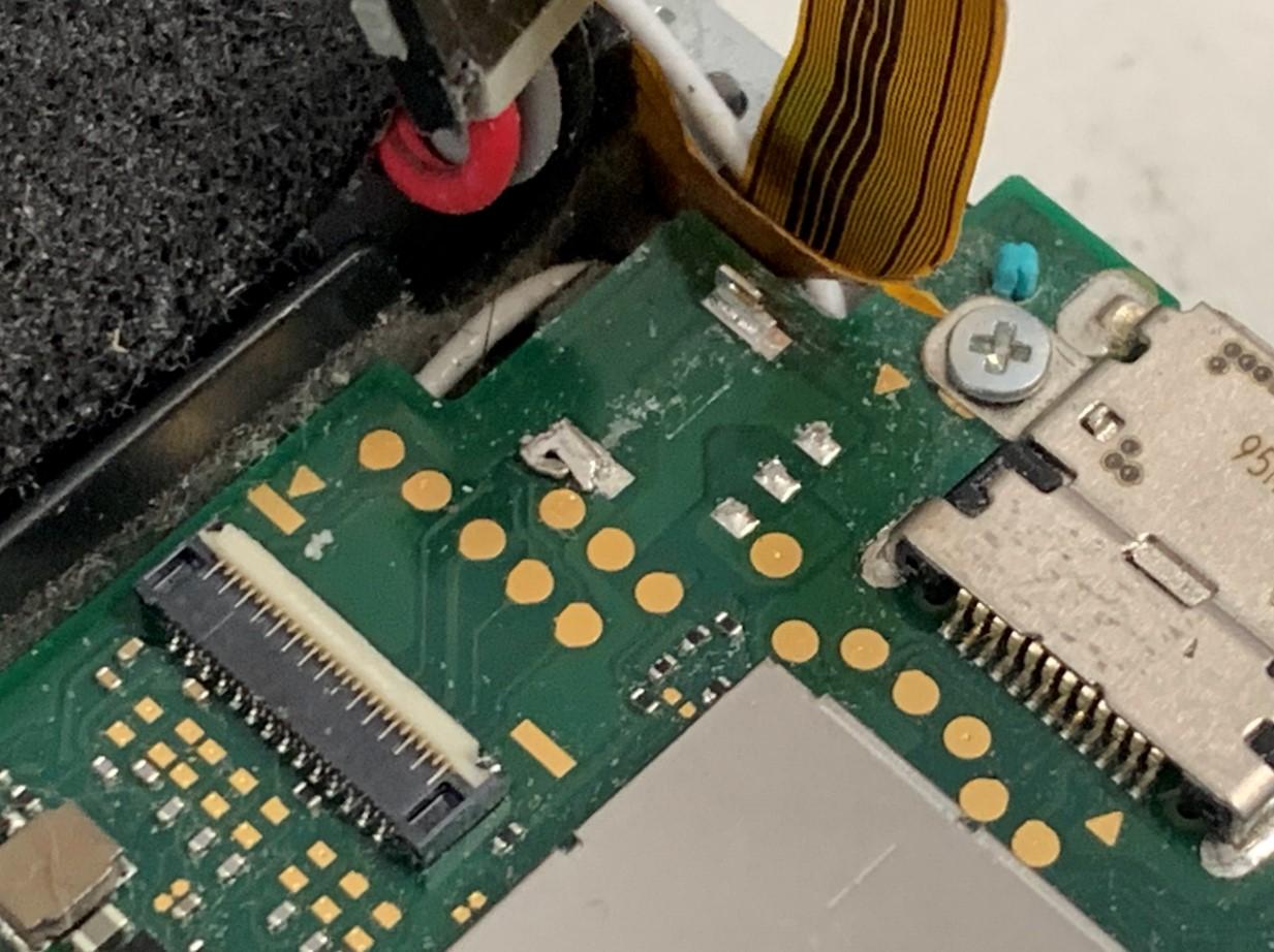 バッテリーのコネクタが根こそぎ取れてしまったSwitch Lite