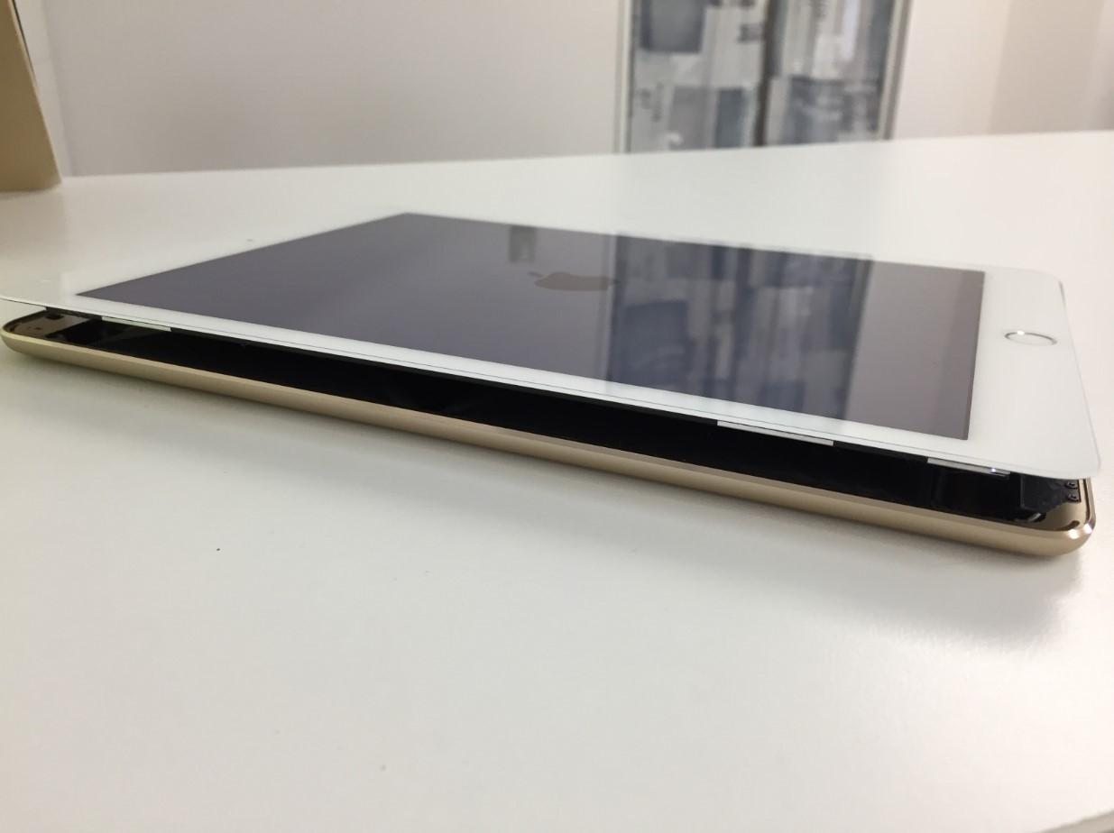 画面が剥がれたiPad Air2