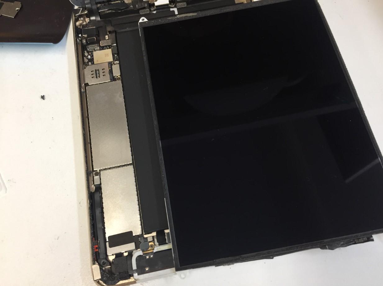 本体からLCDを取り出したiPadmini3