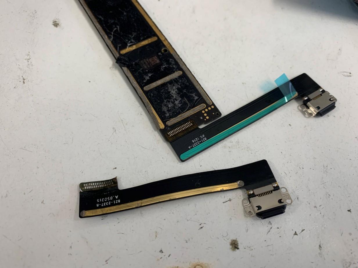 基盤からドックコネクタを剥がしたiPad mini5