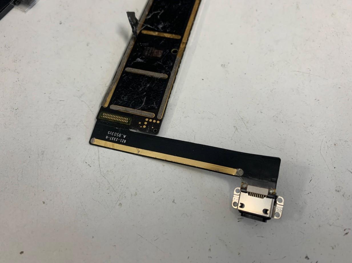 iPad mini5の基盤裏のドックコネクタの接点