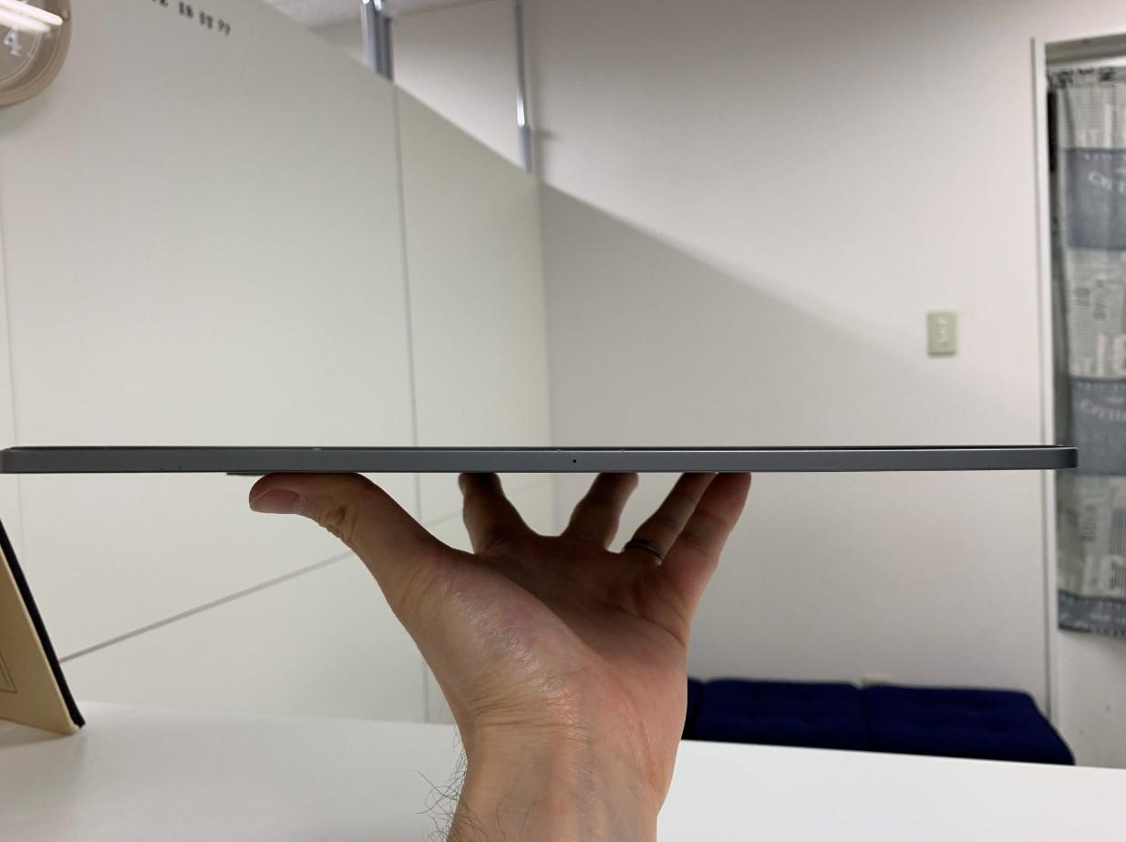 本体が真っすぐに直っているiPadPro 12.9 第3世代