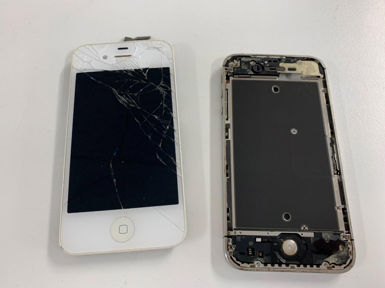 割れた画面を剥がしたiPhone4s
