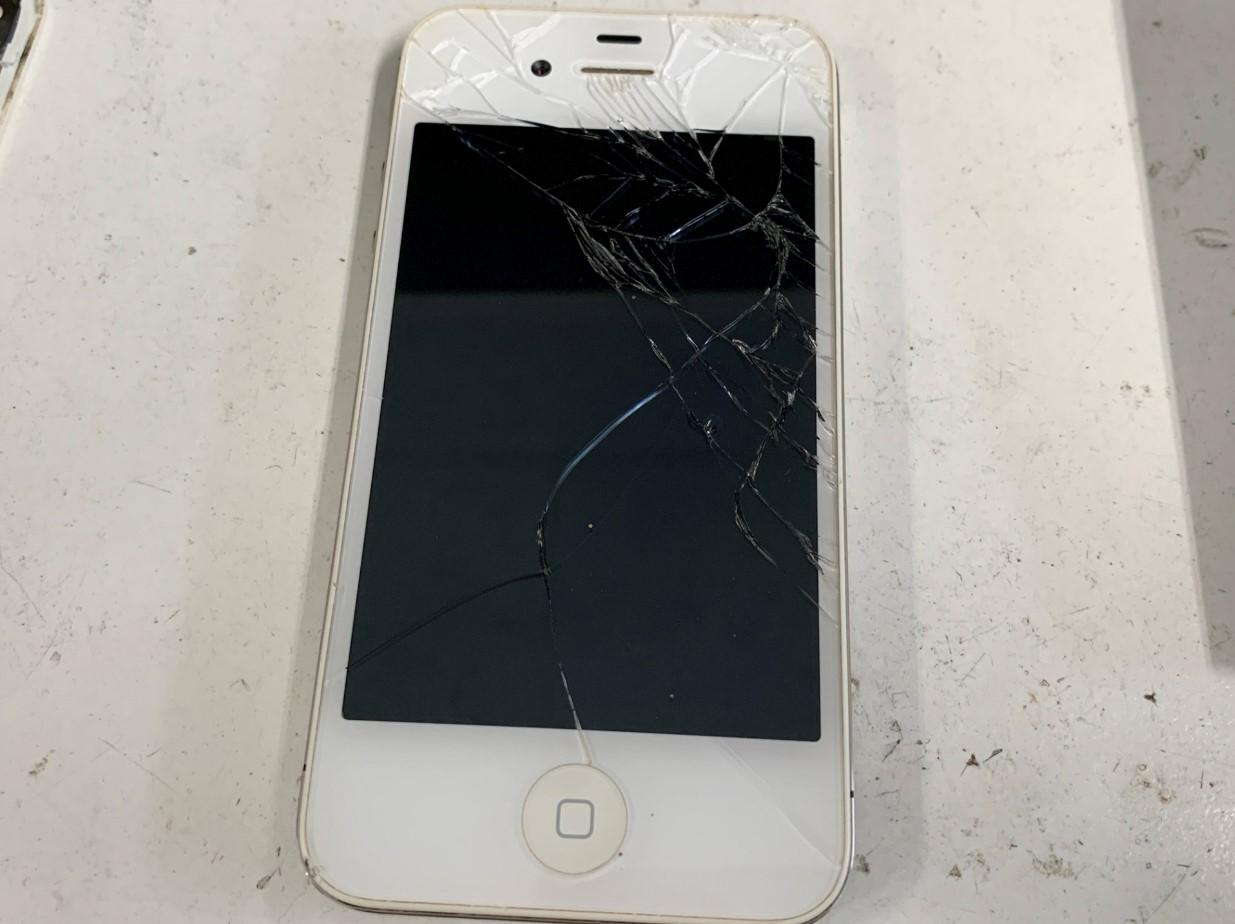 ガラスが割れたiPhone4s