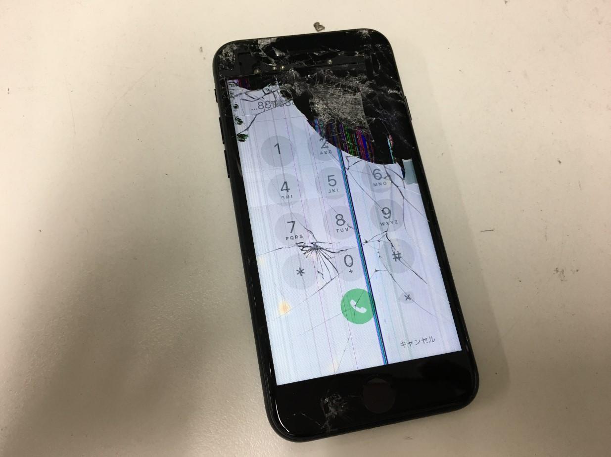 ガラス割れ+液晶漏れのiPhoneSE 2