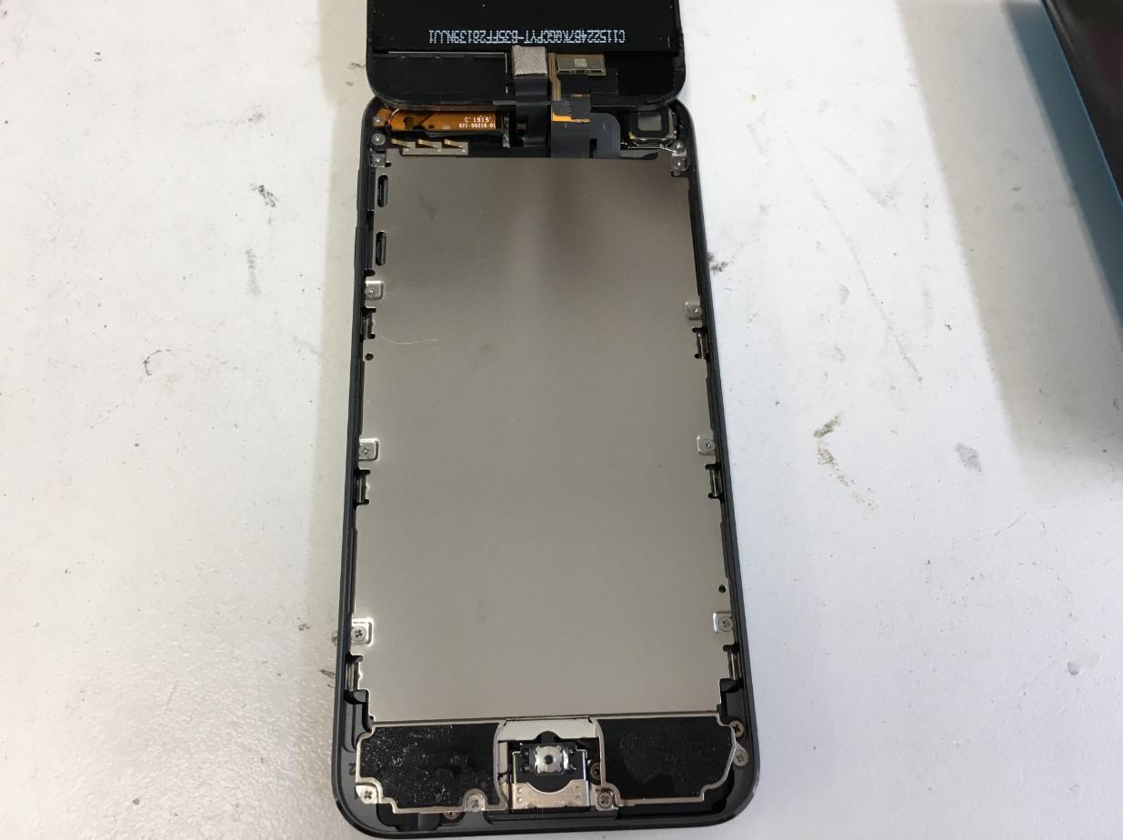 画面を持ち上げたiPod Touch6
