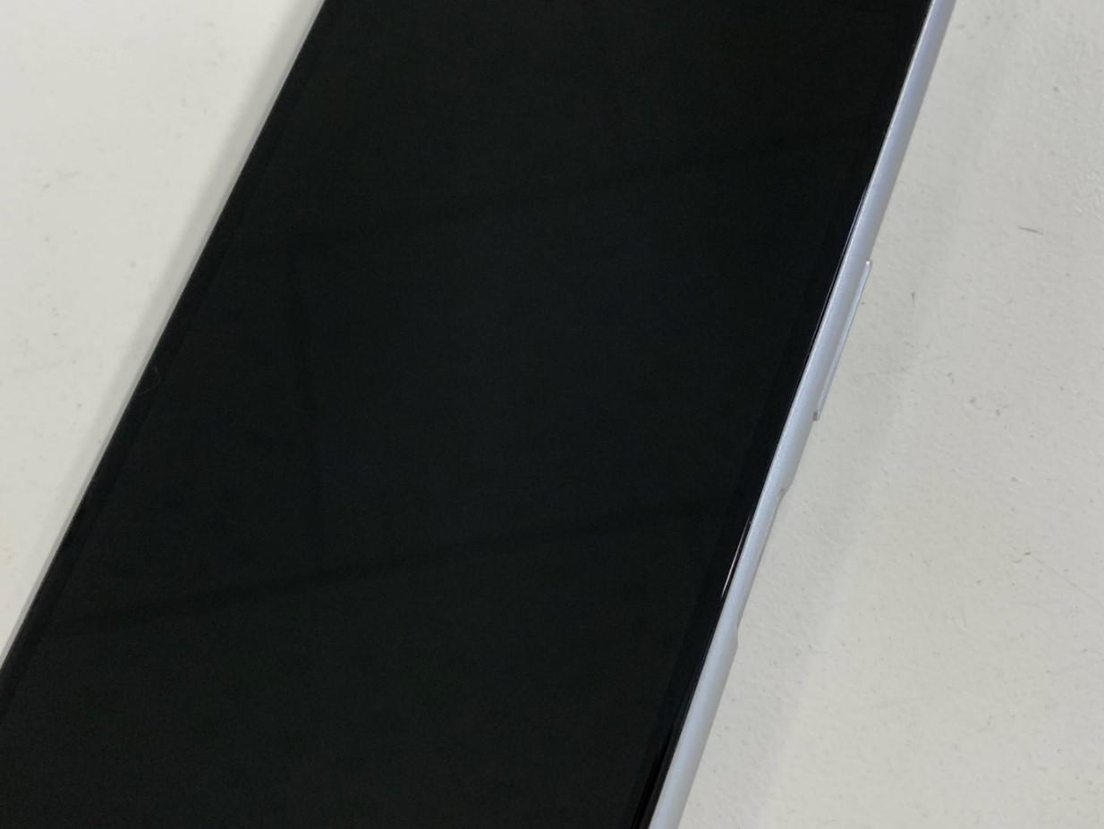 粉々だった画面が新品のように直ったXperia 8