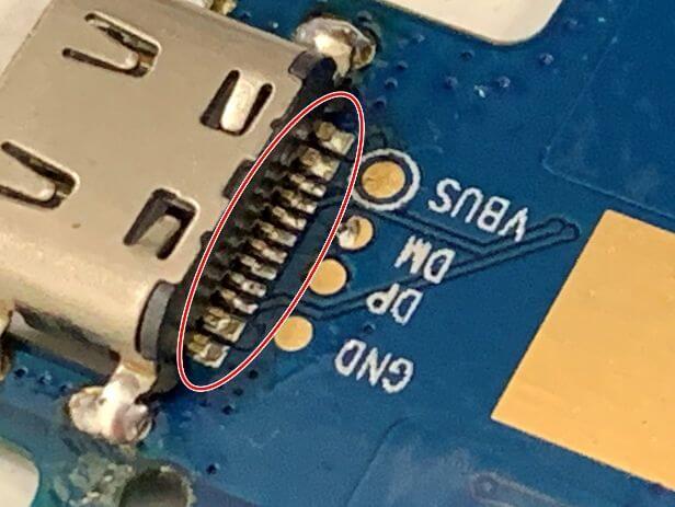 はんだを足したDragon Touch Max10の充電口の接点