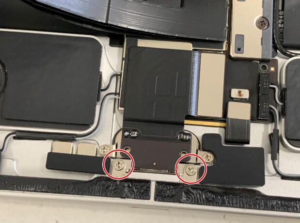 iPad Pro11 第2世代の充電口を固定したネジ