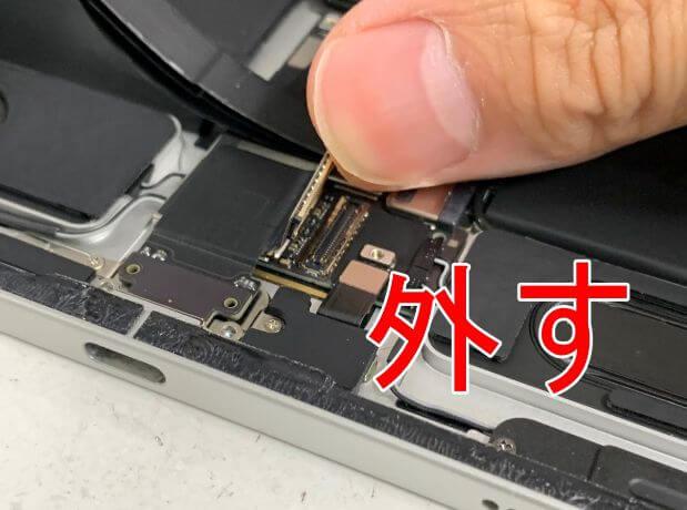 充電口コネクタを外したiPad Pro11 第2世代