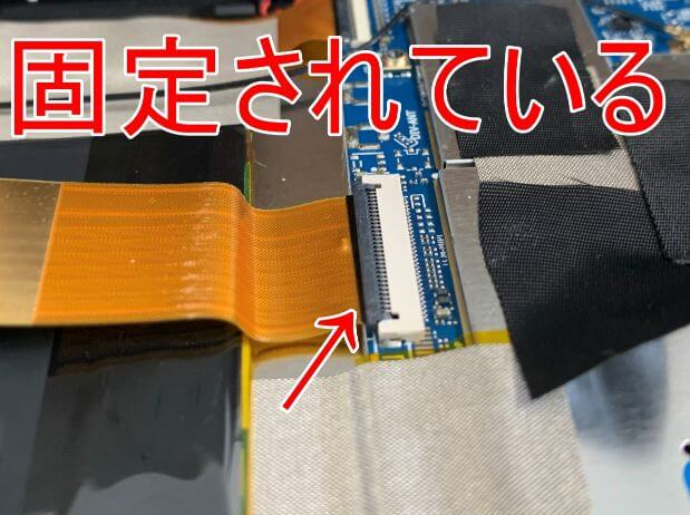 VANKYO MatrixPad S30はツメによってコネクタを固定している