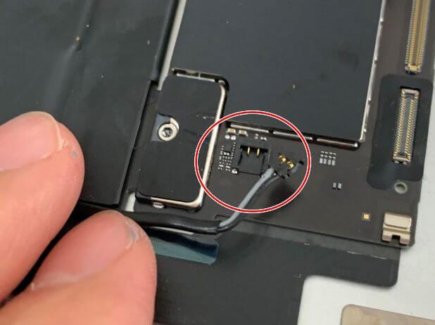 コネクタが外れたiPadAir 第4世代