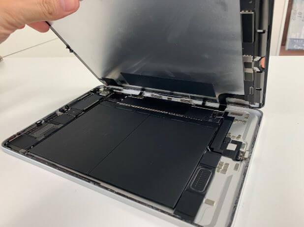 画面を開いて分解したiPadAir 第4世代