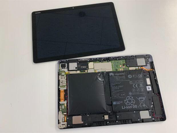 本体から画面パーツを取り出したMediaPad M5 lite 10.5