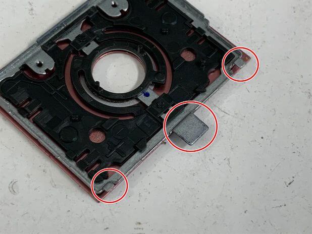 操作盤はツメで本体に固定されているNW-S315